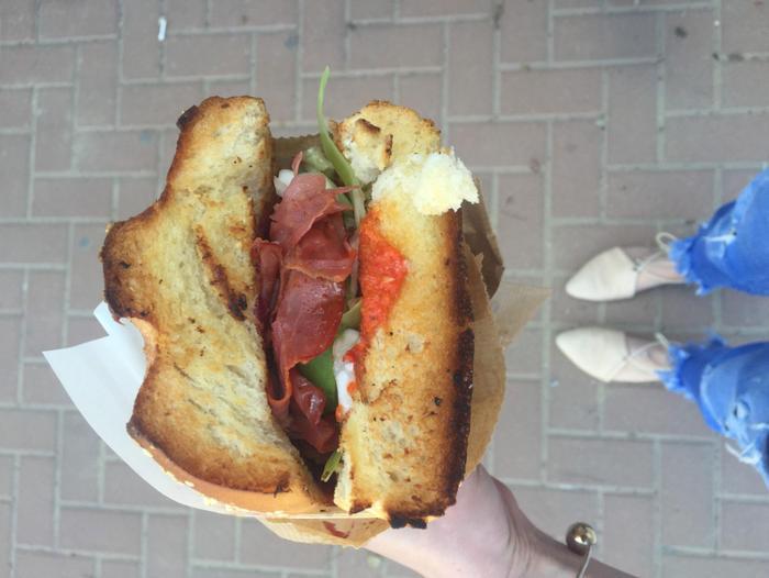 אולטרה מידי רחוב רינגלבלום הפך לפנינה של אוכל רחוב - וואלה! אוכל VR-89