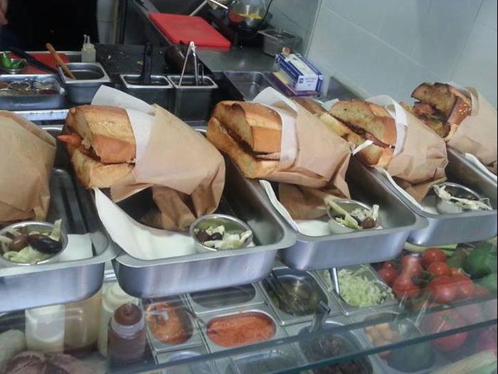 מיוחדים רחוב רינגלבלום הפך לפנינה של אוכל רחוב - וואלה! אוכל YK-55