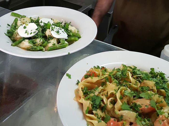 מגה וברק רחוב רינגלבלום הפך לפנינה של אוכל רחוב - וואלה! אוכל PV-94