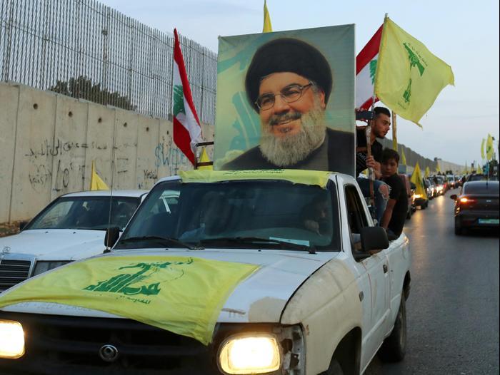 Le secrétaire général du Hezbollah, Hassan Nasrallah, dans un convoi au sud du Liban, 25 octobre 2019 (Reuters)