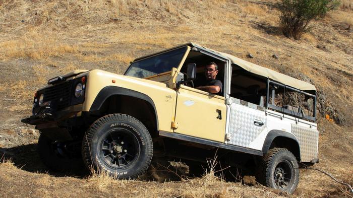 מאוד גם מגרוטאה עושים רכב שטח מגניב, דיפנדר 96 משופר - וואלה! רכב DB-32