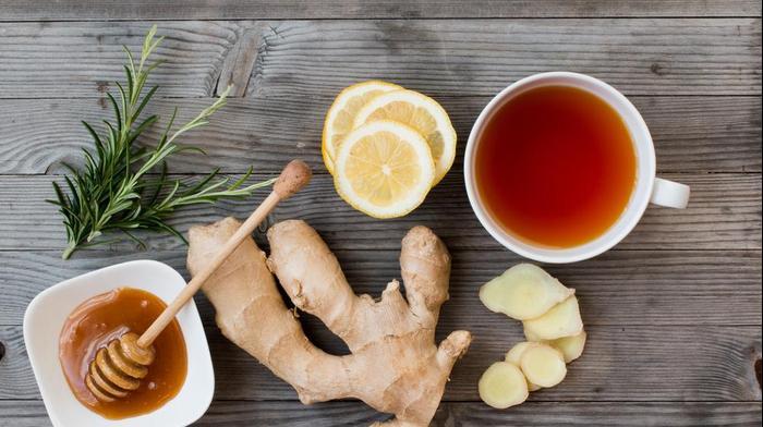 תה עם דבש וג'ינג'ר