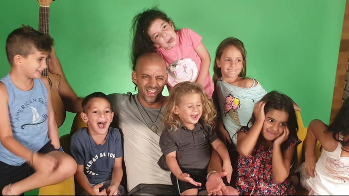 עידן רייכל וילדים לקראת המצעד הישראלי השנתי של גלגלצ ו-וואלה NEWS