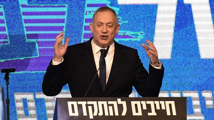 """יו""""ר כחול לבן, בני גנץ במהלך נאומו במטה המפלגה בתל אביב לאחר תוצאות המדגם 3 במרץ 2020"""