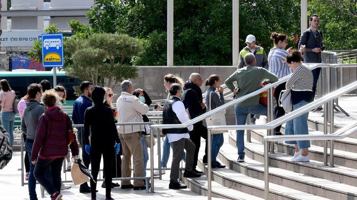 תורים ללשכת התעסוקה בעקבות גל הפיטורים לאחר הנחיות משרד הבריאות בעקבות נגיף הקורונה 17 במרץ 2020. ראובן קסטרו
