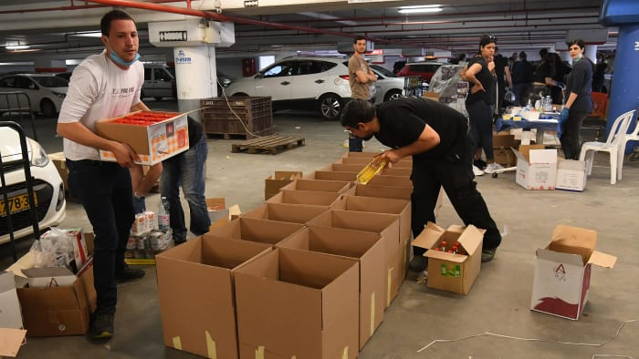 אריזת חבילות מזון לנזקקים, פתחון לב, ראשון לציון, 31 במרץ 2020