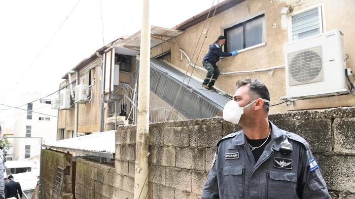 סגירת בית כנסת בבני ברק בעקבות הנחיות משרד הביראות לצורך התגוננות מהתפשטות נגיף הקורונה 1 באפריל 2020