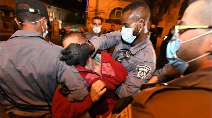 """חמישה עצורים בהפגנת הדגלים השחורים מול מעון רה""""מ, ירושלים 26 בספטמבר 2020"""