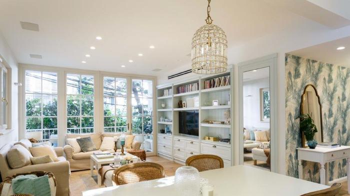 """שיפוץ דירה בבניין לשימור בת""""א תכנון ועיצוב הילה מוטיל,. אורית ארנון,"""