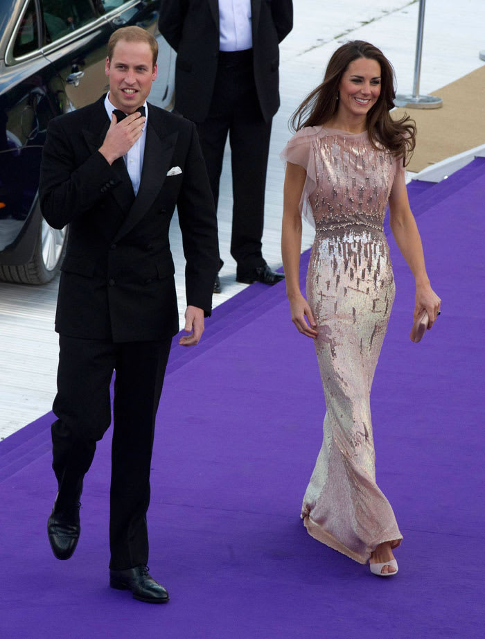 Britain's Prince William and Catherine, Duchess of Cambridge, arrive at the 10th annual Absolute Return for Kids (ARK) gala dinner at Kensington Palace in London (רויטרס , Arthur Edwards)
