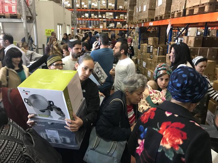 אירוע מכירה ביישוב ברקת של קבוצת אימהות קונות ביחד (מערכת וואלה! NEWS)