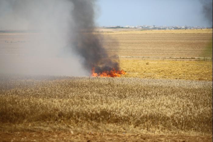 שריפה ליד קיבוץ מפלסים וכפר עזה, 14 במאי 218 (לירון מולדובן )