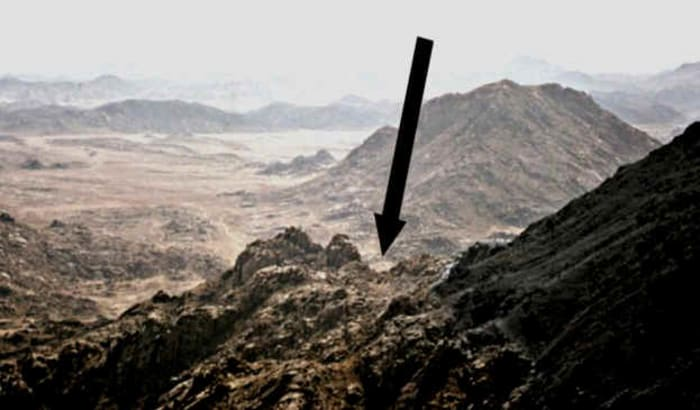ג'בל אל-לווז הוא הר סיני? (צילום מסך , Joel Richardson - The Mountain of Moses Mt. Sinai in Saudi Arabia by Ryan Mauro)