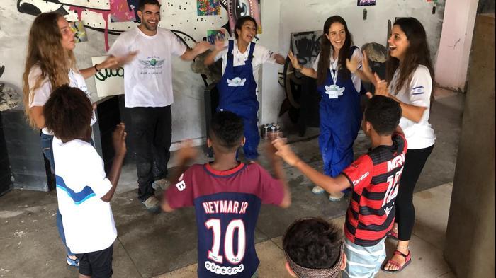 צוות דניאלי מעמותת לוחמים ללא גבולות מתנדבים בריו דה ז'נרו ברזיל (ללא שם)