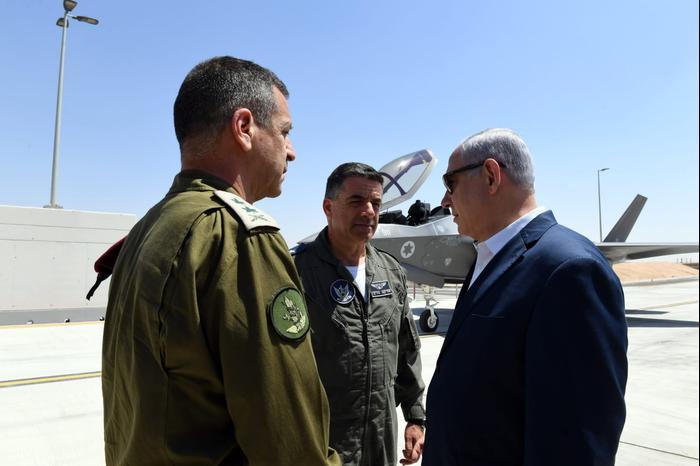 """רה""""מ נתניהו בביקור בבסיס חה""""א נבטים 9 ביוני 2019 (אתר רשמי , אריאל חרמוני/משרד הביטחון)"""