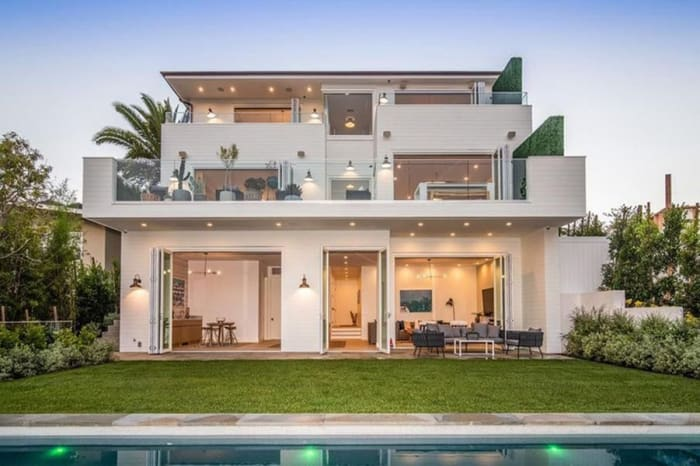 One Who Knows Leighton Mister S New Home And Adam Brody In Los