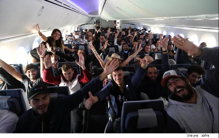מטיילים ישראלים מפרו נחתו בארץ בטיסת חילוץ של אל-על, 20 במרץ 2020 (ללא שם)