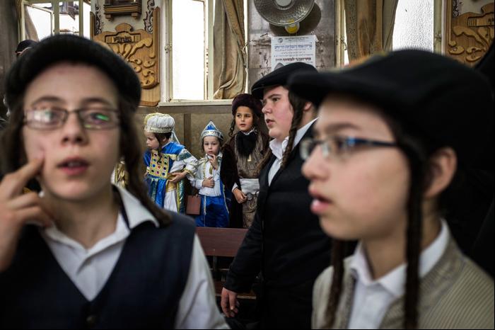 Ультраортодоксальные евреи празднуют Пурим в Иерусалиме, Израиль.. Ilia Yefimovich, GettyImages