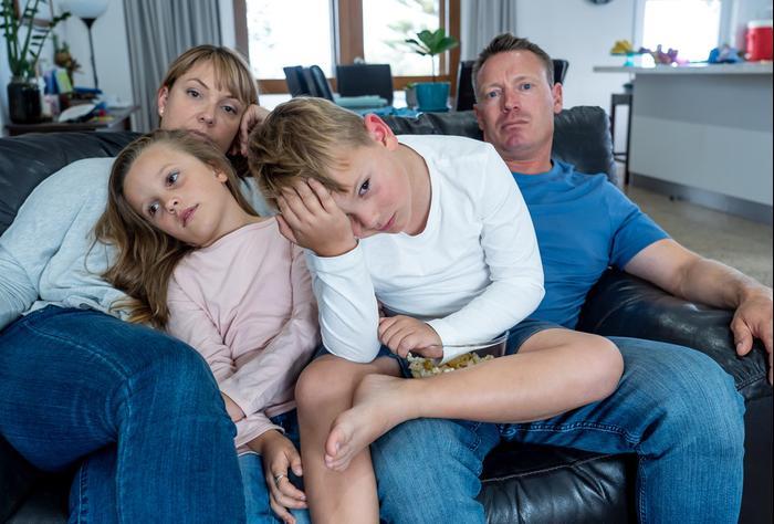 משפחה בסגר. ShutterStock