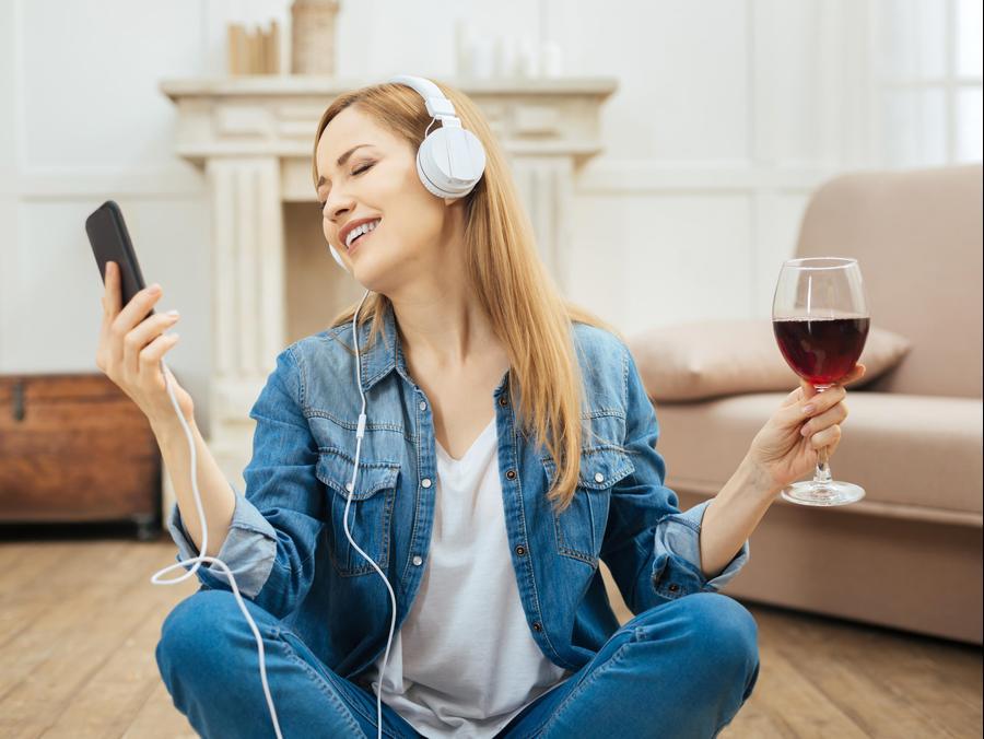 מוזיקה כוס יין