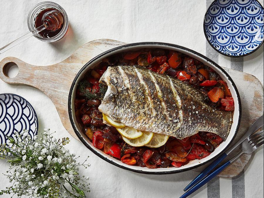 """דגים בסגנון יווני של הלן הוד. יח""""צ, יח""""צ"""