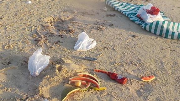זבל בחוף - мусор на пляже